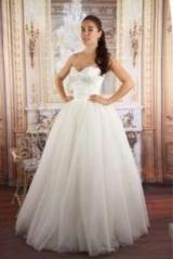 Іванна Онуфрійчук приміряла весільну сукню