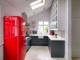Как обновить старый холодильник: 8 классных способов по разным интерьером